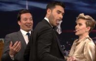 Dan White apresenta mágica para Scarlett Johansson e Jimmy Fallon